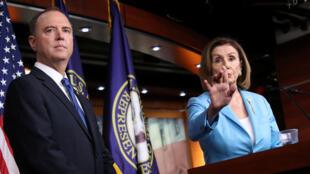 Archivo: El presidente del Comité de Inteligencia de la Cámara de Estados Unidos, Adam Schiff, y la presidenta de la Cámara de Representantes, Nancy Pelosi, hablan sobre sus prioridades legislativas el 2 de octubre de 2019.
