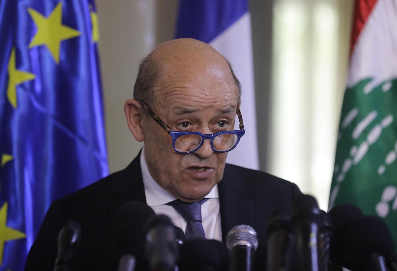 Le chef de la diplomatie française, Jean-Yves Le Drian, a entamé jeudi une visite de deux jours au Liban en crise.