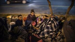 مهاجرون من أمريكا الوسطى يستريحون في باخا كاليفورنيا في المكسيك 19 تشرين الثاني/نوفمبر 2018