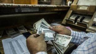 محل صيرفة في القاهرة في 3 تشرين الثاني/نوفمبر 2016