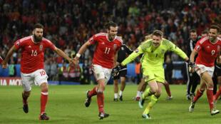 Les joueurs gallois après leur fol exploit contre la Belgique (3-1), en quarts de finale de l'Euro.