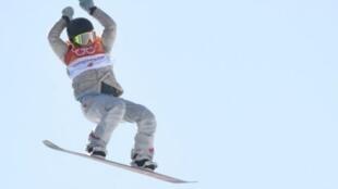 """الأمريكية جايمي أندرسون خلال مشاركتها في منافسات لوج التزلج (فئة """"سلوب ستايل"""" للسيدات) في بيونغ تشانغ، في 12 شباط/فبراير 2018"""