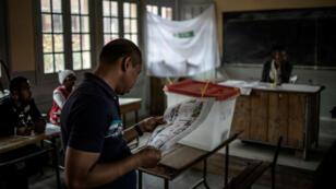 Un électeur à Antananarivo mercredi 7 novembre.