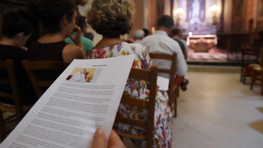 Des cérémonies d'hommage au père Jacques Hamel, tué mardi 26 juillet 2016 dans l'église de Saint-Étienne-du-Rouvray, près de Rouen, ont été organisées dans plusieurs endroits en France, dont Notre-Dame de Paris.
