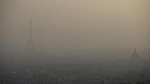 Brume de pollution sur Paris, le 11 mars 2014