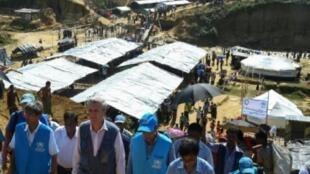 المفوض السامي للاجئين فيليبو غراندي أثناء زيارته مخيما للروهينغا ببنغلادش في 23 سبتمبر 2017