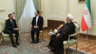 Le conseiller d'Emmanuel Macron, Emmanuel Bonne, avec Hassan Rohani, le 10 juillet 2019, à Téhéran.