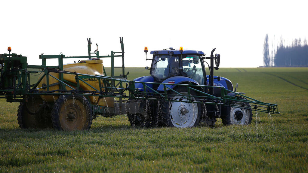France launches national consultation on pesticide buffer zones