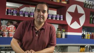 "Alejandro Cao de Beno, le fondateur espagnol du ""Pyongyang Café"""
