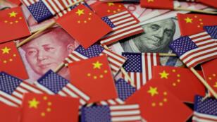 Des notes de dollars et de yuans démontrent les anciens leaders Benjamin Franklin et Mao Zedong, le 20 mai 2019.