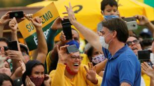2020-05-17T212427Z_1919603241_RC2IQG9FYEFS_RTRMADP_3_HEALTH-CORONAVIRUS-BRAZIL-PROTEST
