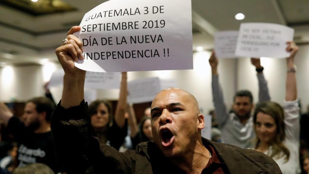 Varias decenas de personas protestan contra las Cicig en la Ciudad de Guatemala, Guatemala.
