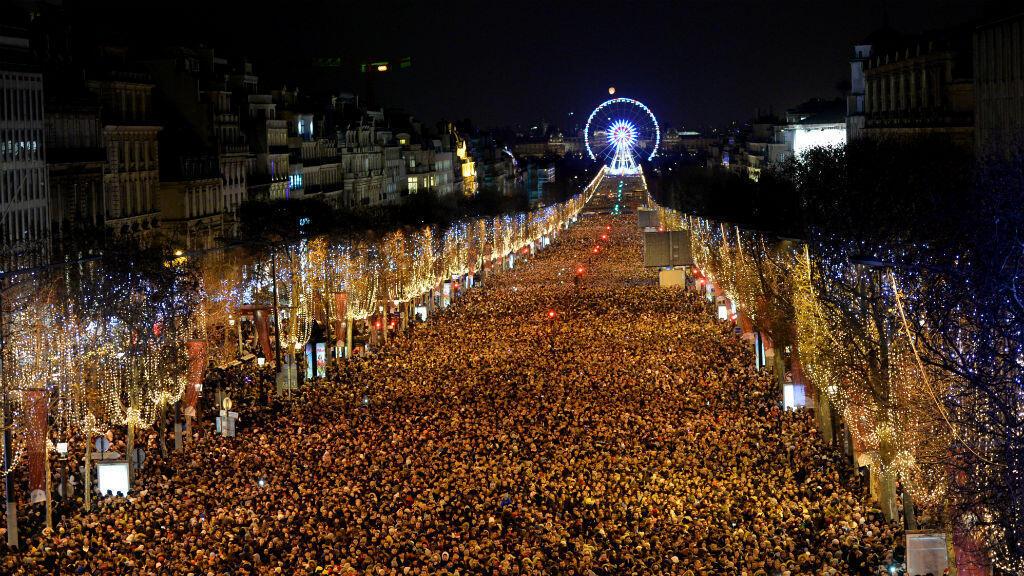 Rassemblement du Nouvel An sur les Champs-Élysées à Paris, le 31 décembre 2017.