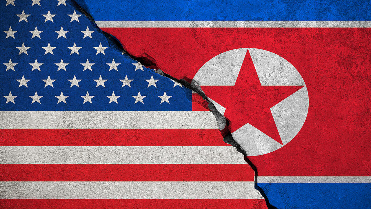 El principal negociador de Pyongyang, Kim Myong Gil, ofrece su declaración a las afueras de la embajada de Corea del Norte en Estocolmo, Suecia, el 5 de octubre de 2019.