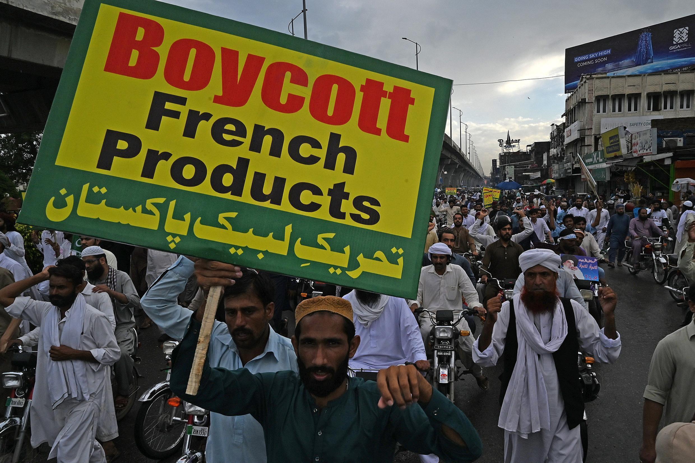 إسلاميون باكستانيون يخرجون للشارع تنديدا بإعادة نشر رسوم النبي محمد في فرنسا. 4 سبتمبر/أيلول 2020.
