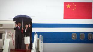 Le président chinois Xi Jinping et sa femme le 21 août 2014 à Oulan-Bator, en Mongolie.