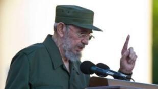 زعيم الثورة الكوبية فيدل كاسترو