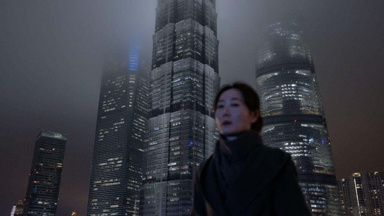 Le quartier financier de Shanghai se prépare pour l'hiver économique qui approche.