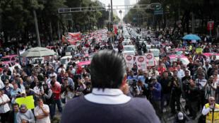 Los taxistas protestan contra las aplicaciones de transporte en la Ciudad de México, México, 7 de octubre de 2019.