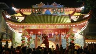 Dans Le Monde Entier Les Communautés Chinoises Fêtent L