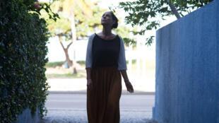 """مشهد من فيلم """"أكواريوس"""" (الممثلة سنية براغا)"""