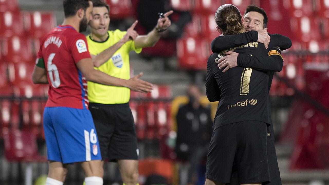 بطولة إسبانيا: ميسي وغريزمان يقودان برشلونة للفوز والثلوج تؤجل مباراة المتصدر