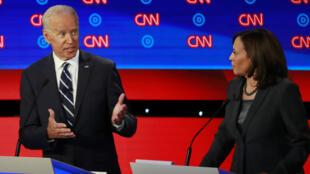 El candidato demócrata y exvicepresidente Joe Biden responde a su oponente y senadora demócrata Kamala Harris en el debate para las primarias del partido el 31 de julio de 2019 en Detroit, Estados Unidos.