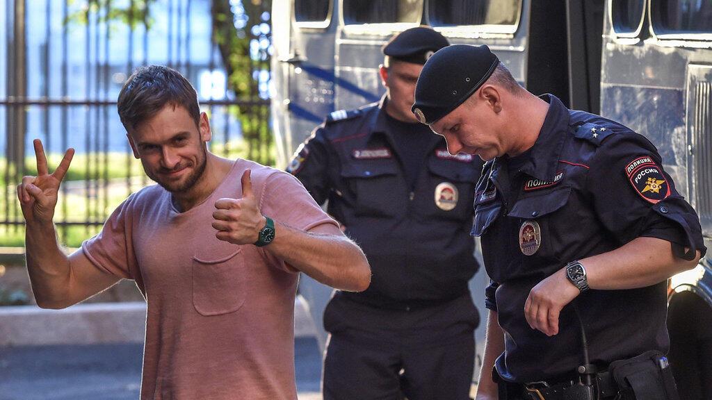 Piotr Verzilov le 31 juillet 2018 après une audience au tribunal de Moscou.