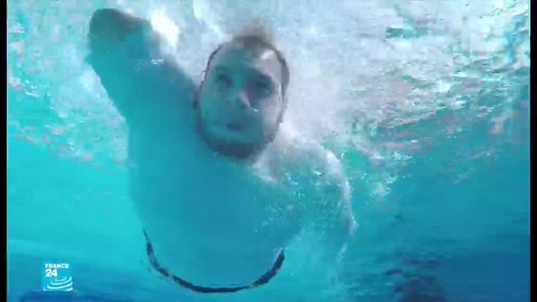 ريبورتاج: مدرسة تعليم السباحة في غزة تفتح أبوابها لذوي الاحتياجات الخاصة