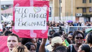 Des manifestants dans les rues de Cayenne mardi 28 mars.