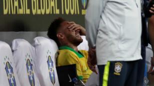 Le footballeur brésilien Neymar après s'être blessé lors du match amical Brésil-Qatar, le 5 juin 2019.