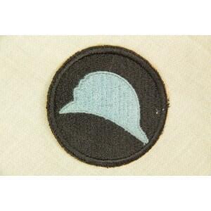 L'insigne de la 93e division d'infanterie représentant un casque français