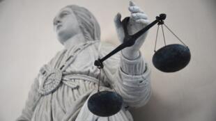 Statue représentant la justice au tribunal de Rennes.