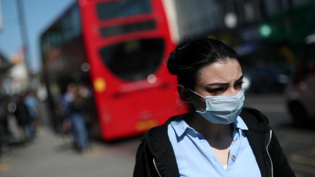 Una mujer con una máscara durante la pandemia por coronavirus. Londres, Reino Unido, el 14 de abril de 2020.