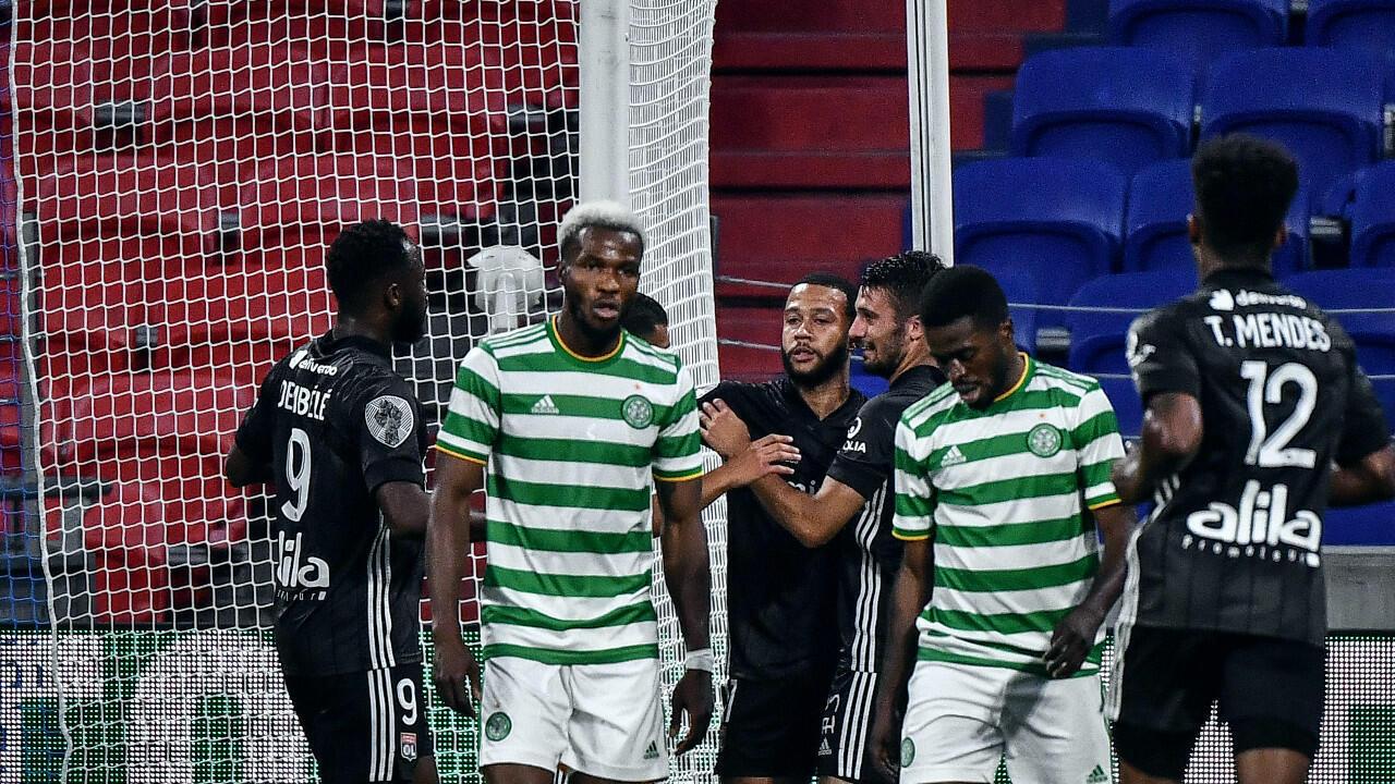 L'attaquant néerlandais de l'OL Memphis Depay fête son but inscrit lors d'un match amical organisé contre le Celtic Glasgow  le 18 juillet 2020.