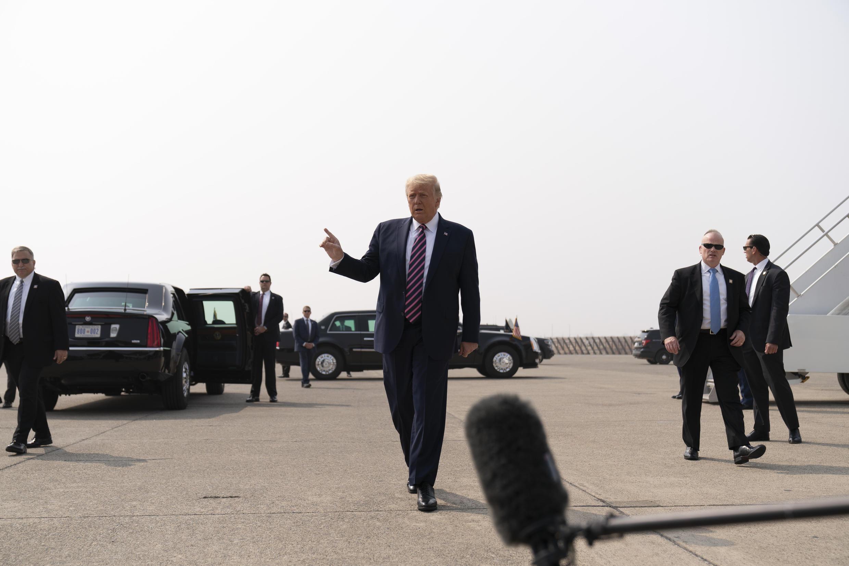 Le président Donald Trump s'adressant aux journalistes à l'aéroport de Sacramento McClellan, en Californie, lundi 14septembre.