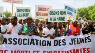 Manifestantes en el centro de Bamako exigen el fin de la violencia en Malí. 21 de junio de 2019.