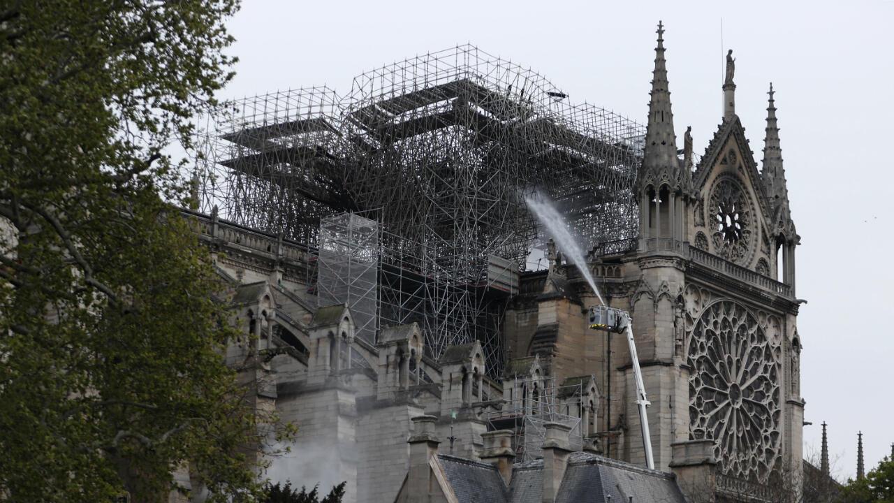 عملية إطفاء حريق نوتردام - باريس 2019/04/16
