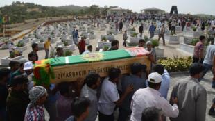 Enterrement d'un jeune kurde, tué à Diyarbakir lors d'affrontrements avec la police en août 2014.