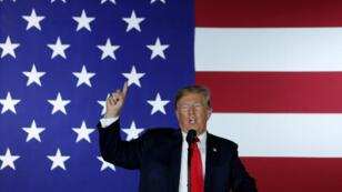 El presidente de EE. UU., Donald Trump, pidió al Departamento de Justicia abrir una investigación para dar con el autor de la columna publicada por el New York Times.