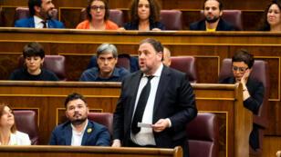 El político catalán encarcelado Oriol Junqueras tomó juramento el 21 de mayo de 2019 como diputado durante la primera sesión del Parlamento, luego de las elecciones generales en Madrid, España.