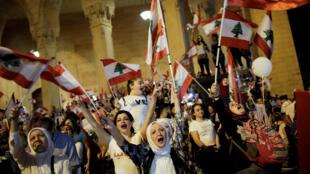 اللبنانيون يستمرون في التظاهر