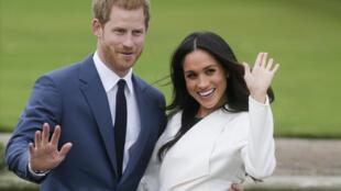 Le prince Harry et Meghan Markle posant à Londres 27 novembre 2017