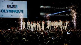 L'équipe de France sur la scène du centre Alpexpo, à Grenoble, lors de la soirée organisée le 26 février par le Comité olympique français.