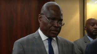 Martin Fayulu ofrece una rueda de prensa en Ginebra, Suiza, el 11 de noviembre de 2018, minutos después de ser confirmado su nombramiento como candidato único de la oposición a las elecciones presidenciales del 23 de diciemrbe de 2018.
