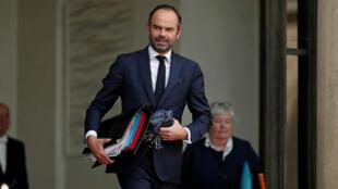 El primer ministro de Francia, Édouard Philippe, saliendo del Palacio del Eliseo, el 25 de octubre de 2017.