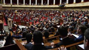 Parlamentarios franceses debaten en la Asamblea Nacional, el 17 de abril de 2018.