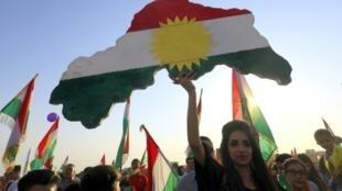 أكراد سوريون يشاركون في تجمع انتخابي في 15 سبتمبر 2017 في القامشلي