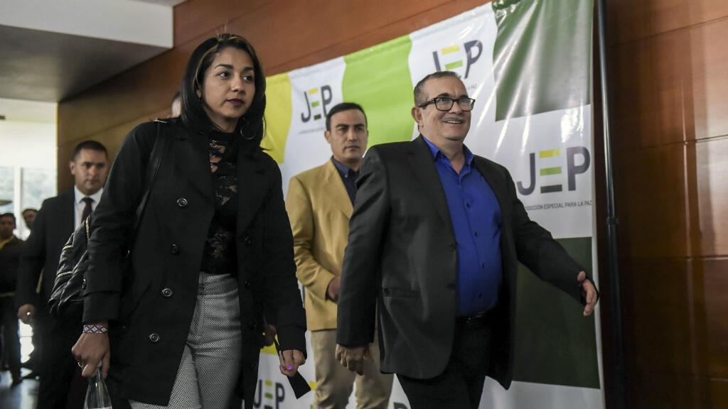 El líder de las FARC, Rodrigo Londoño conocido como 'Timochenko' llega a su primera audiencia ante la JEP en julio de 2018