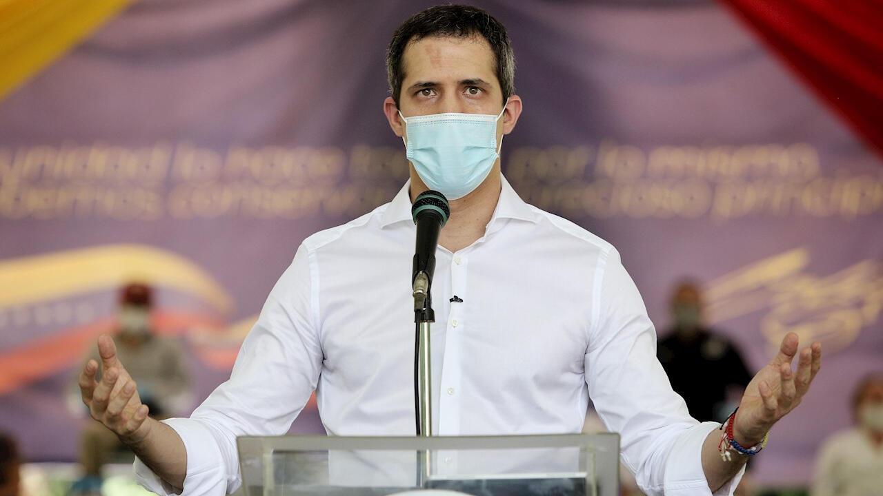 """El líder opositor Juan Guaidó habla durante la presentación del """"pacto unitario"""" opositor en Caracas, Venezuela, el 7 de septiembre de 2020."""